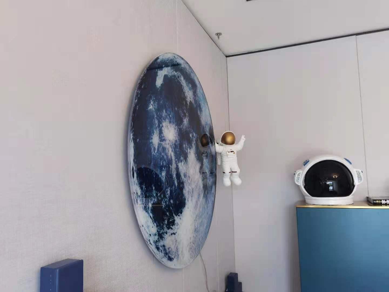 不锈钢地球,3D打印宇航员
